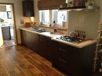 Fully equipped German made kitchen complete with all Siemens appliances excellent condition.