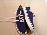 Size 6 Deck shoes£5 pick up Kirkintilloch