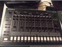 Roland AIRA RHYTHM PERFORMER TR-8 drum machine 808 909 ,mint condition