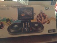I selling a dj turntable very good condition as only been used once