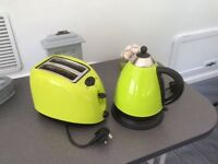 Apple green kettle and toaster