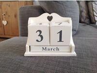 Calendar block used for wedding decoration