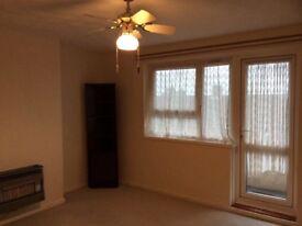 2 Bedroom unfurnished first floor Flat To Let £650 pcm