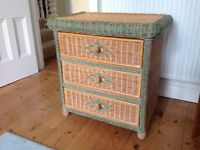 Chest of drawers in wicker finish