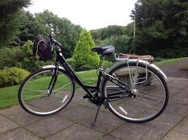 Lady's hybrid Kensington 5 speed Bicycle in excellent condition .