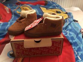 Boys vans fur boots