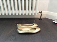 French sole 'india' ballerina pumps gold size 5