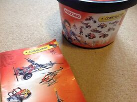 MECCANO- CONSTRUCTION BUCKET WITH INSTRUCTIONS