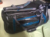 Patagonia black Hole Duffel 90l (Excellent condition)