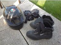 Helmet, gloves and boots