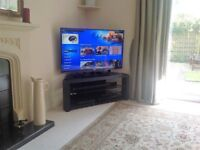 """TOSHIBA SMART TV 47"""" With sound bar, smoked glass stand, Blu-ray DVD. A home entertainment bargain."""