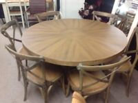STUNNING ROUND OAK TABLE AND 6 CHAIRS