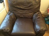 BROWN LEATHER ELECTRIC RECLINING CHAIR