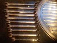 Snap on flank drive metric combination spanners 10 mm to 19 mm in tray