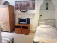 Lovely bright, fully furnished TWIN ROOM available in Central Brighton house - ALL BILLS INCLUDED