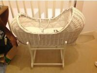 White mother care Moses basket (apples and pears)