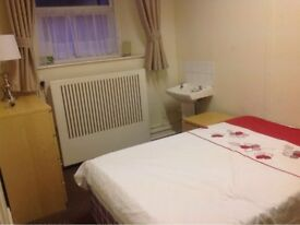 Clean Bright double room in Plymouth £329pcm - including WIFI CCTV & Exclusive Parking. PL23PF