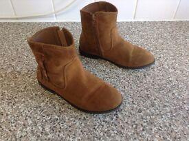 Girls boots UK size 2