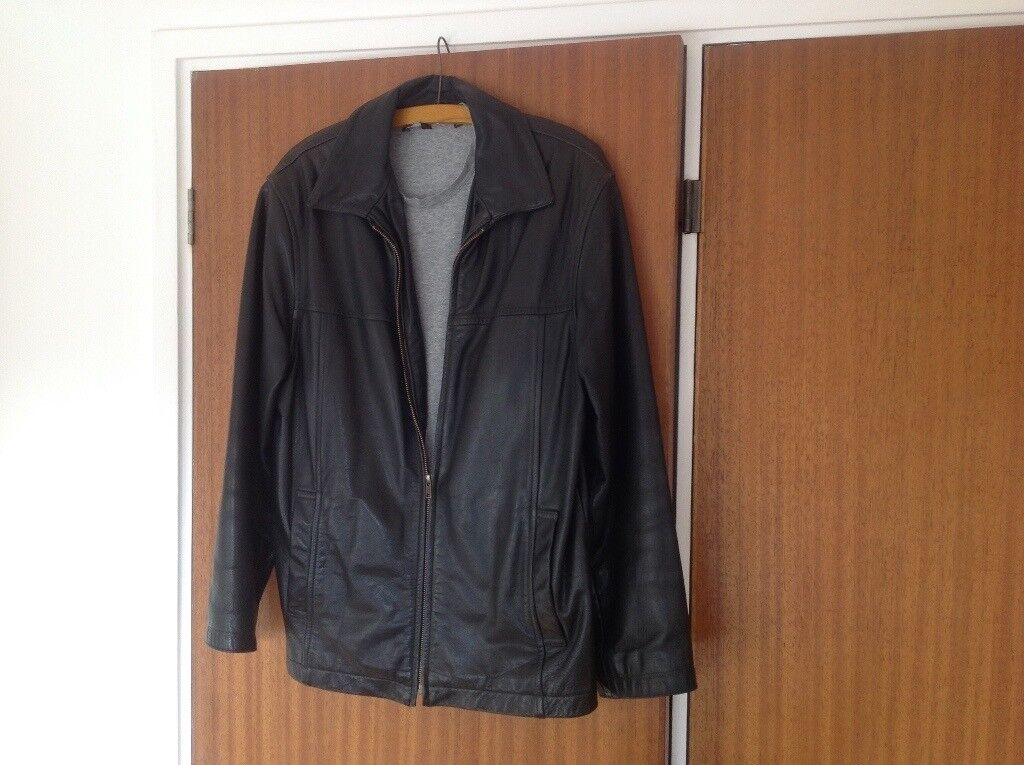 Men's black leather jacket, top quality. Size 38.