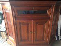 Corner to cabinet