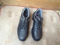 Mens size10 lightweight safety boots
