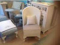 VINTAGE LLOYD LOOM CHAIR ,IN PERFECT CONDITION, THE CHAIR IS WHITE AND THE SEAT IN GREY LINEN