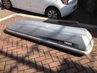 Car roof box .