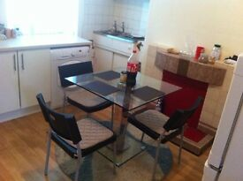 DOUBLE AND SINGLE FURNISHED ROOMS AVAILABLE NEAR BOOHOO