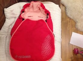 Maxi- cosy car seat footmuff in raspberry pink