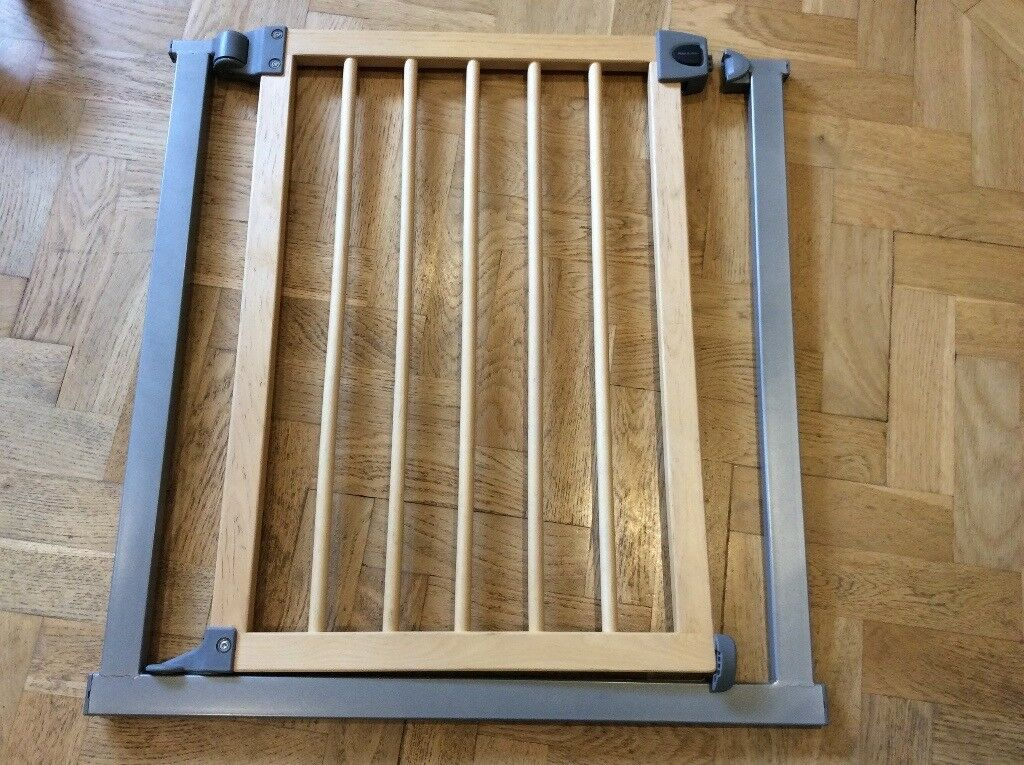 Lindam Stair Gate, Easy Fit Wood And Metal. Slight Damage. Collection Only.