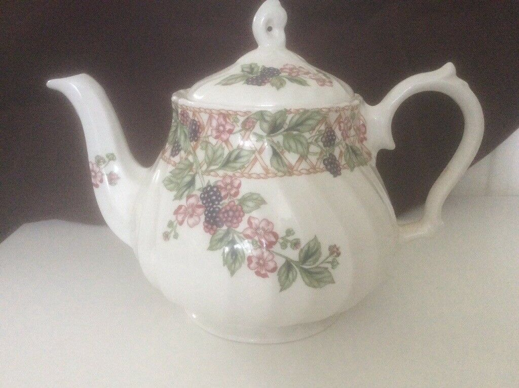 Staffordshire Churchill Fine English Tableware teapot. & Staffordshire Churchill Fine English Tableware teapot. | in ...