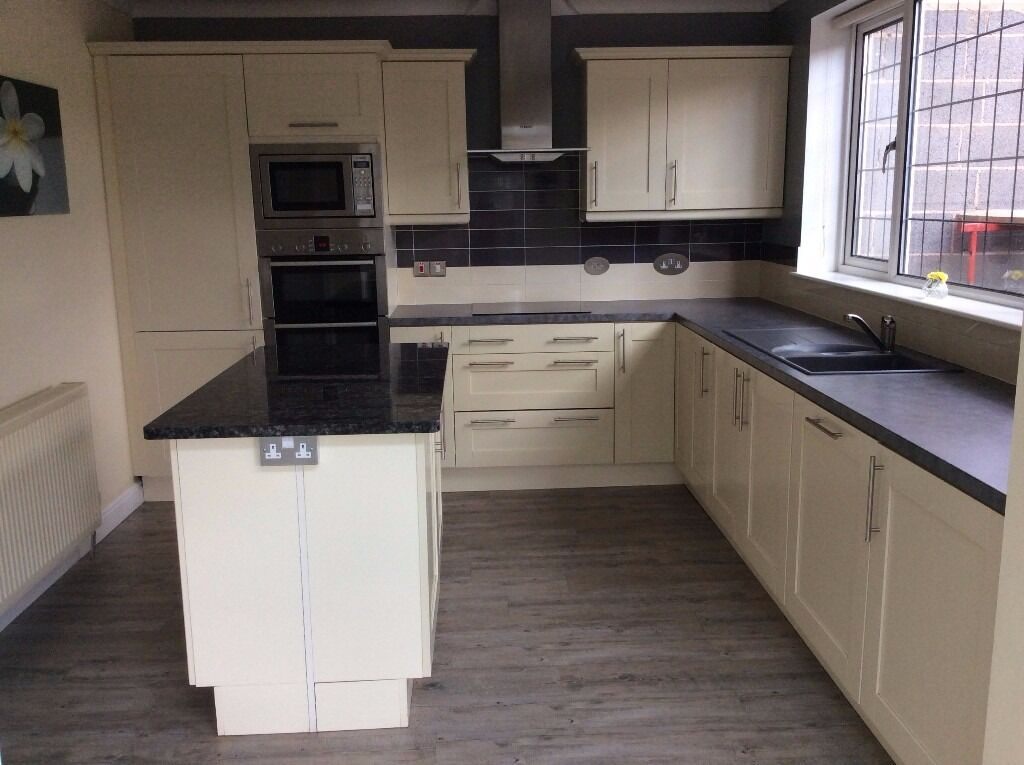 Avanti Kitchen Units Shaker Style Ivory And All Appliances