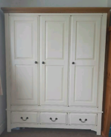 Bedroom wardrobe with 3 Doors and 3 Drawers