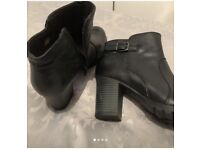 £ 12 CLARKS VERONA BLACK LEATHER BOOTS SIZE 7