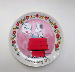 VINTAGE CHARLES SCHULTZ PEANUTS 1977 Mothers Day Wall Plate