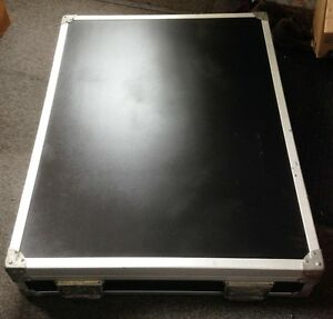 Peavey 16 Channel Pro Mixing Console in Road Case Cornwall Ontario image 2