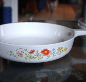 "10"" Wildflower Corningware Range Topper Pan"