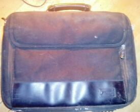 "Targus TBC005EU Intellect Clamshell Laptop Bag/Case. Fits 17.3"""