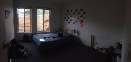 Spacious room in Carlton! :)
