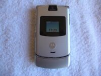 MOTOROLA RAZR V3 IN EXCELLENT UNMARKED CONDITION, COMPLETE WITH PSU