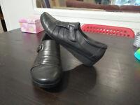 Clarks black flat woman's shoes - size 6
