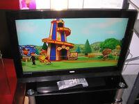 """LOGIK 32"""" LCD TV"""
