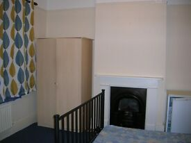 Romford central large double size room in all girl house