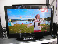 "TECHNIKA 32"" LCD TV / DVD"