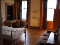 Spacious 5-bed apartment available during Edinburgh Fringe Festival - free Wi-fi
