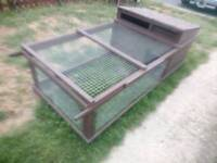 Chicken coop and run for sale in ex condition