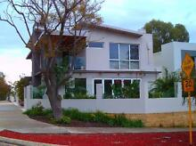 NEDLANDS 2 STOREY CONTEMP.HOME*2xQueen  Nedlands Nedlands Area Preview