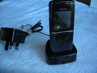 NOKIA 8800 SIROCCO. FULL WORKING ORDER. NEEDS NEW SCREEN