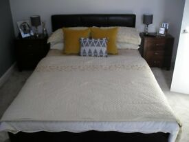 DOUBLE BED GOLD/CREAM THROW AND PILLOW CASES