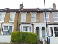 Spacious 1 Bedroom First Floor Flat With Full Bathroom Suite In East Dulwich, Available Now